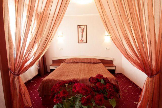 Люкс: Двухспальная кровать (душевая кабинка)
